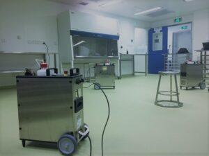 Vista del equipo de descontaminación de salas y recintos con VH2O2 presentado por Cifa en Farmaforum 2019