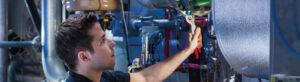 Imagen de un técnico que representa los servicios de mantenimiento y asistencia técnica de CIFA Servicios