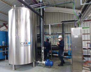 Imagen de un tanque de almacenamiento de agua purificada de CIFA Instalaciones